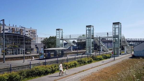 Construction d'une passerelle métallique pour la gare de Landerneau